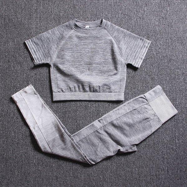Cinzenta e branca de manga curta Suit