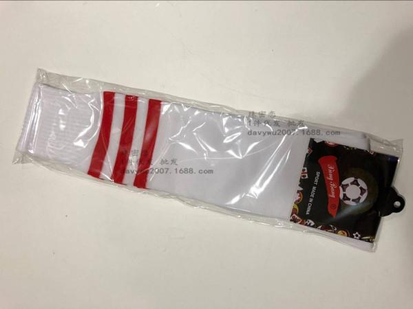 Beyaz Ve Kırmızı Çorap