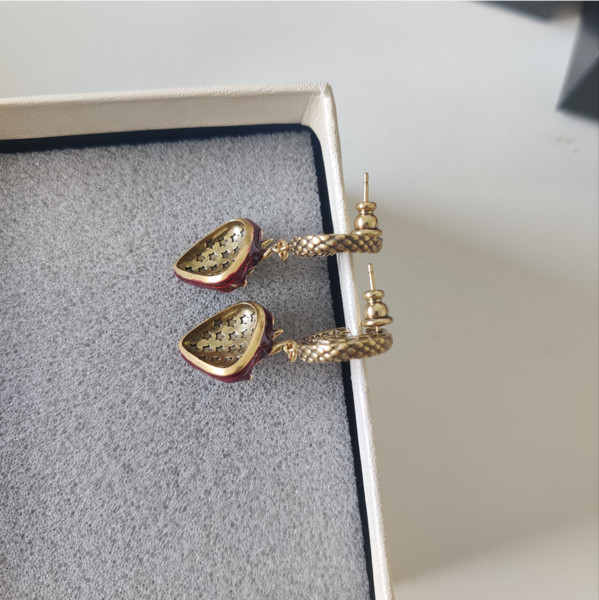 top popular Strawberry Woman Earrings Nostalgia In The Sweetness Classic Distressed Brass Material with S925 Sterling Silver Pin Earrings 2021