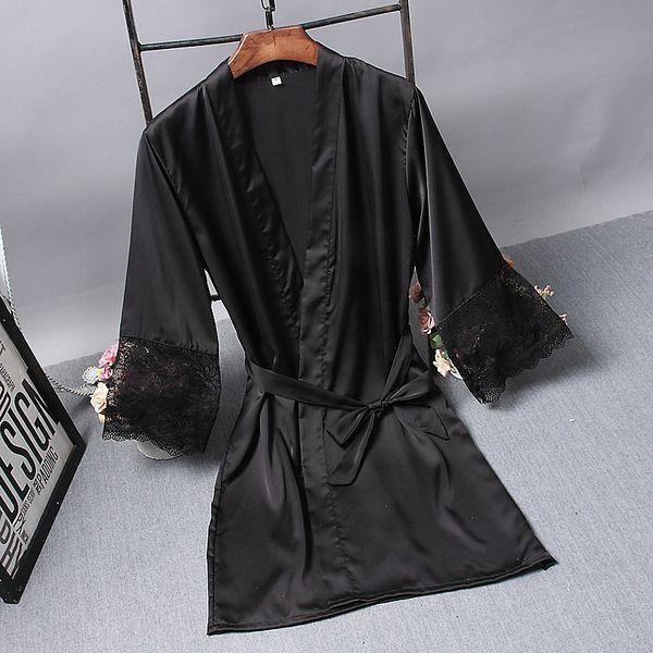 schwarze Robe