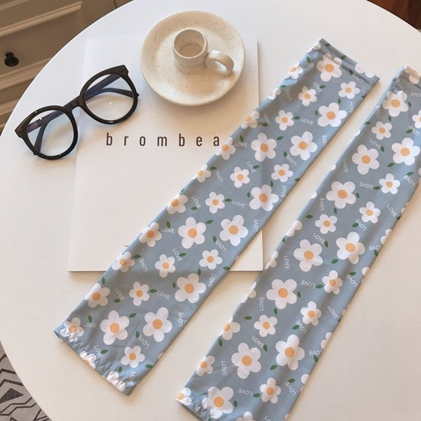 greyish blue small white flowers-XS