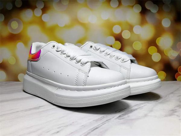 cauda do arco-íris sapatos brancos