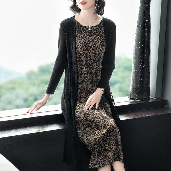two piece suit.fashion loose atmosphere dress, 40 kg to 60 kg can be worn, with fold elasticity is very good.005