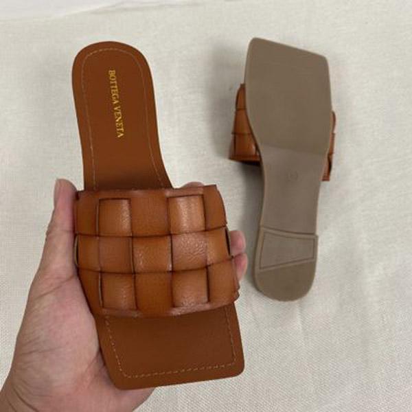 С - коричневый