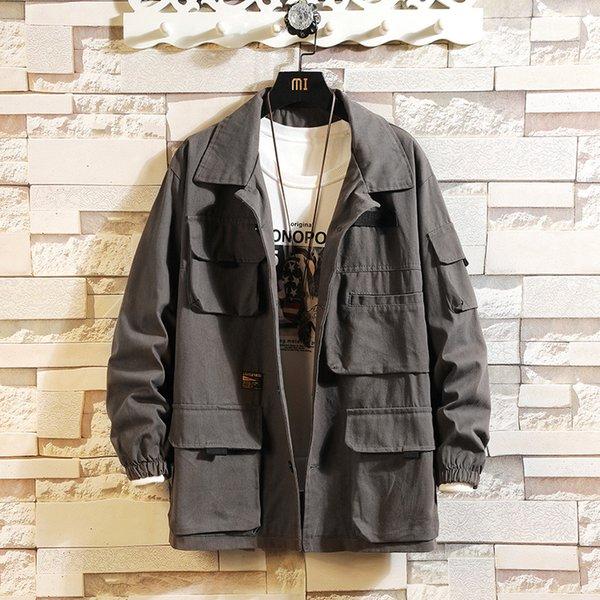 hombres de la chaqueta grises