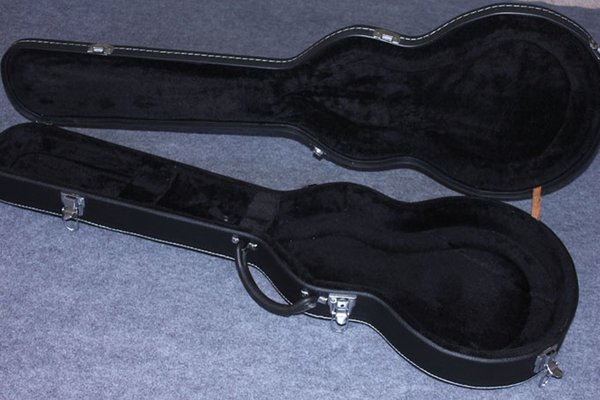 гитара с кейсом