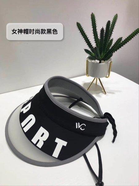 Déesse de la mode Black Hat