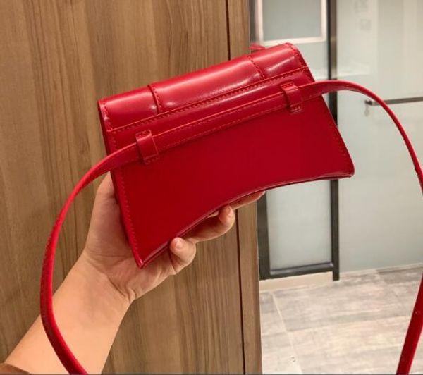 Красный со знаком