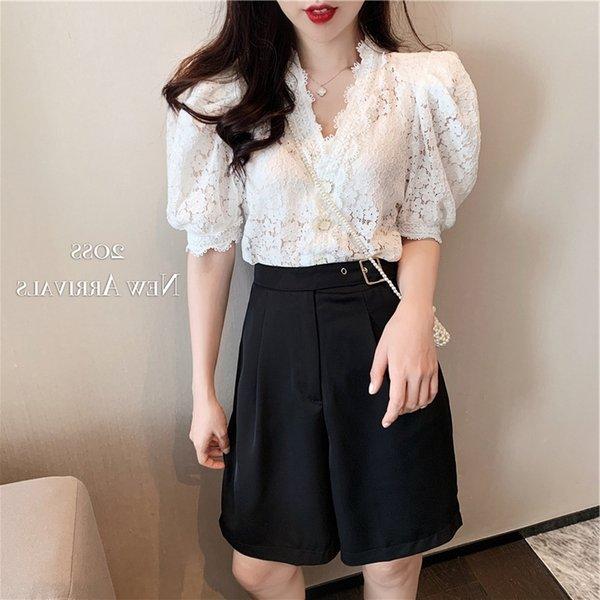 Beyaz Üst + Siyah Pantolon