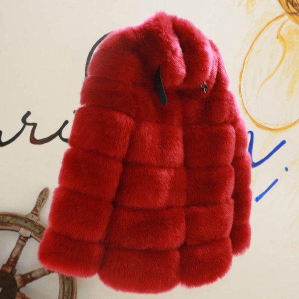 cappotto di pelliccia rosso vino