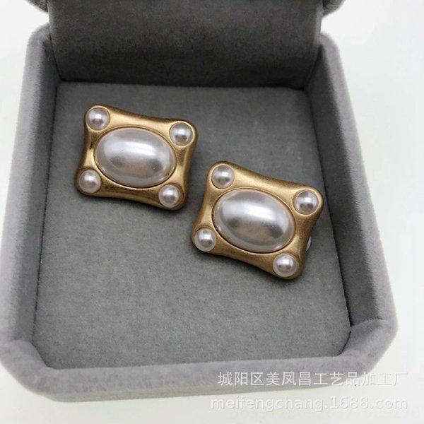 Rectangulaire quatre coins perle clip oreille