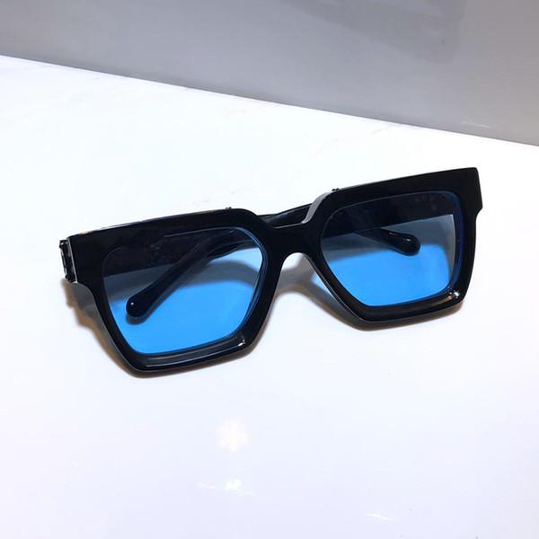 schwarz mit blauen Linse