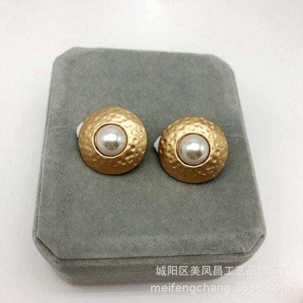 Matte Pearl Gold Clip à oreille