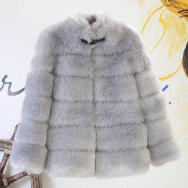cappotto di pelliccia grigio chiaro