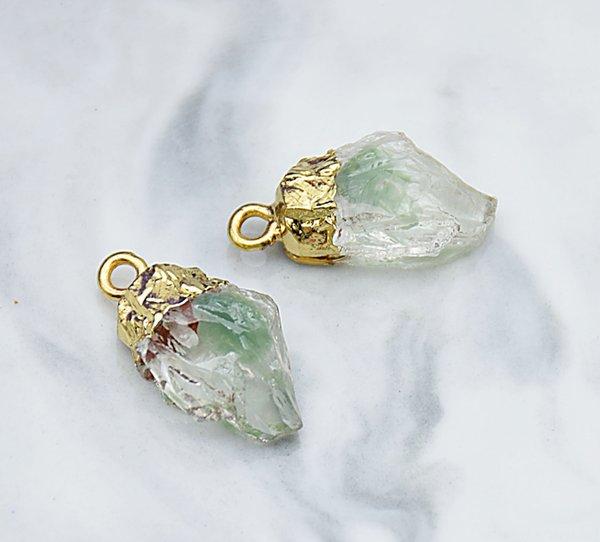 Желто-зеленый чужеродного камень