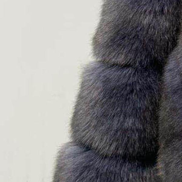 cappotto di pelliccia grigio scuro