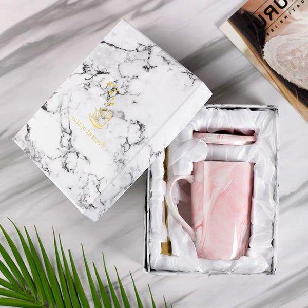 뚜껑 숟가락과 선물 상자 핑크 컵