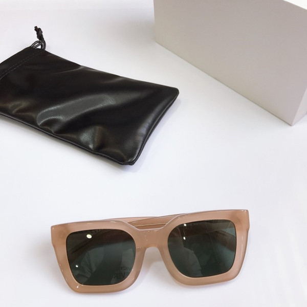 Nude frame green