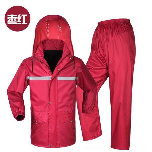 Purplish roter Anzug ohne Krempe