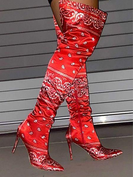 Roter Stiefel hoch