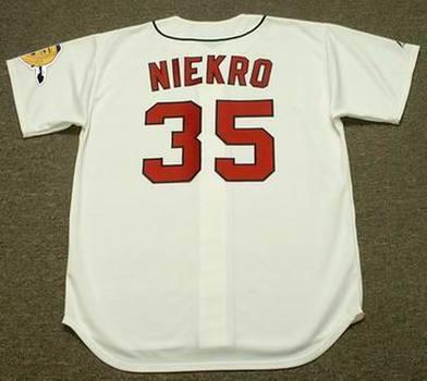 35 Phil Niekro