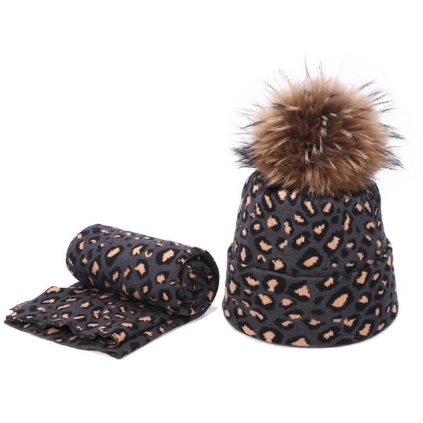 الظلام وشاح قبعة رمادية