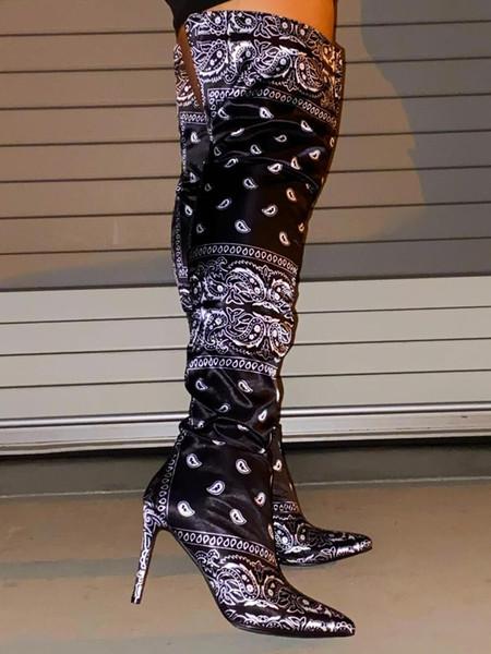 Schwarze Stiefel hoch