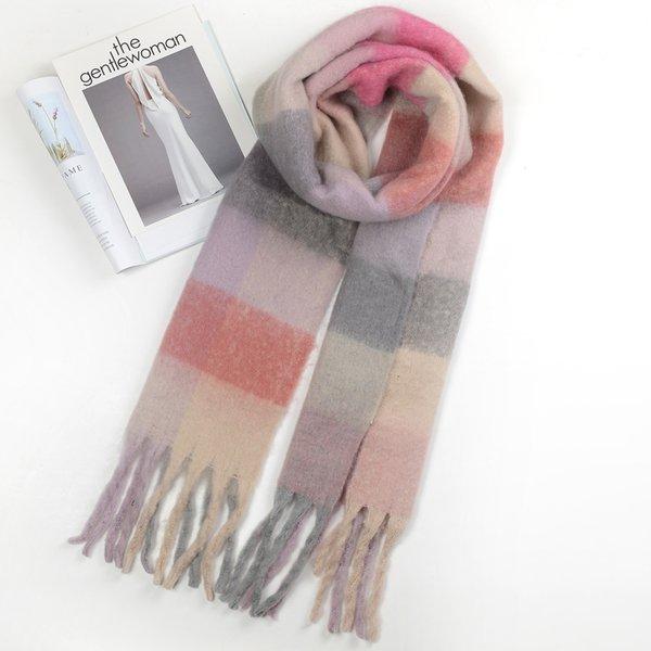 Coincidencia de bufanda de color rosa