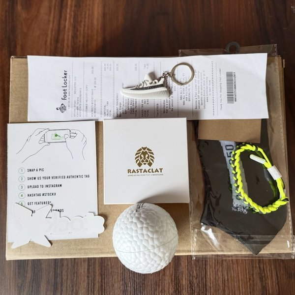 Geschenk (Boost-Ball + Socken + Schnürsenkel)