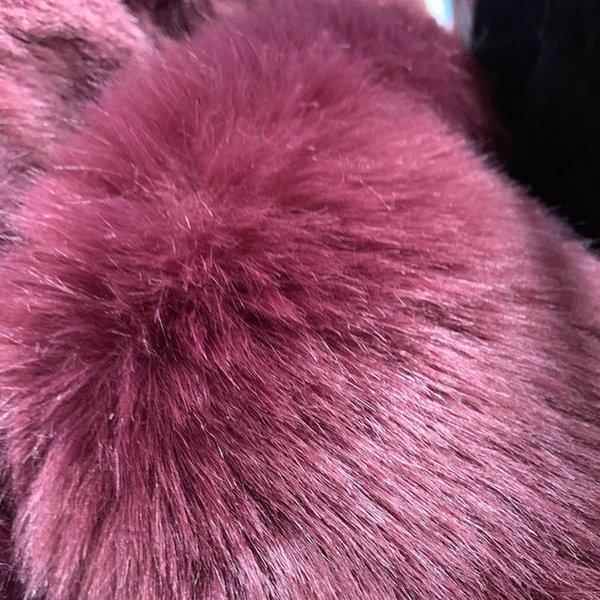 viola cappotto di pelliccia rosso