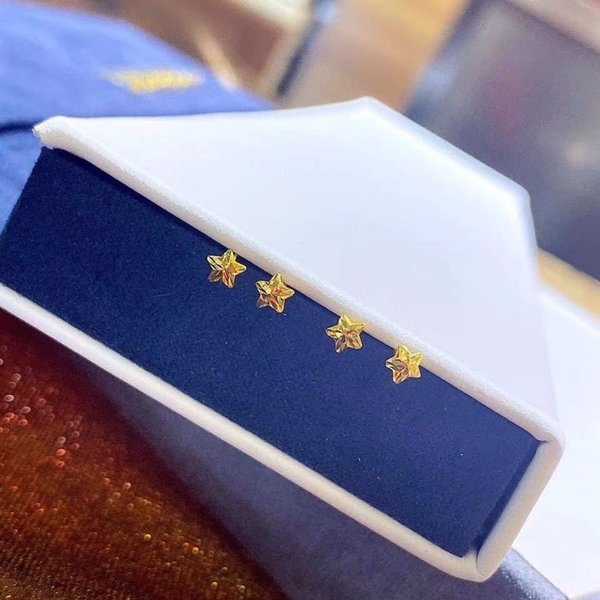 821-18k Gold Five-pointed Star Stud Earr