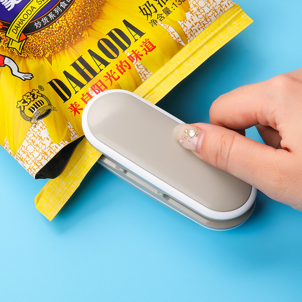 best selling Mini Heat Sealer Sealing Machine Portable Handy Package Sealing Machines Snacks Bags Heat Sealer Vacuum Resealer