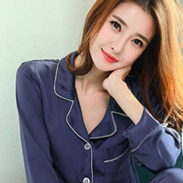 Donne del pigiama blu
