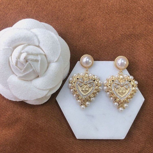 top popular D home Di Home 2020 new diamond heart pearl earrings fashion Internet celebrity temperament brass material 2021