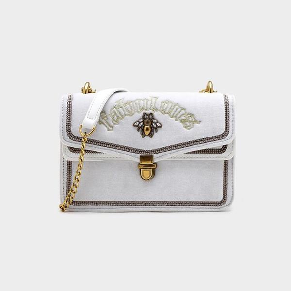 White1 (Boîte de boutique)