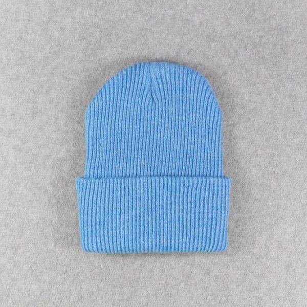 Светло-голубые шапки