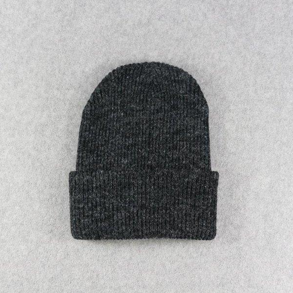 Черные шапки