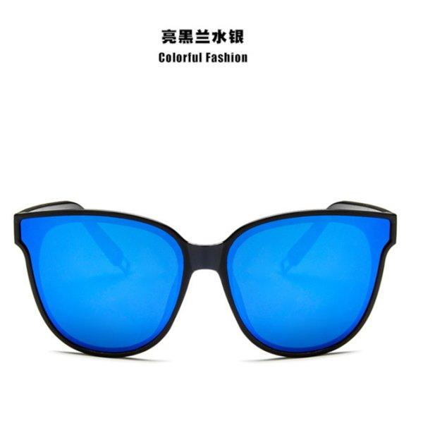 Schwarzer Rahmen und blaues Stück