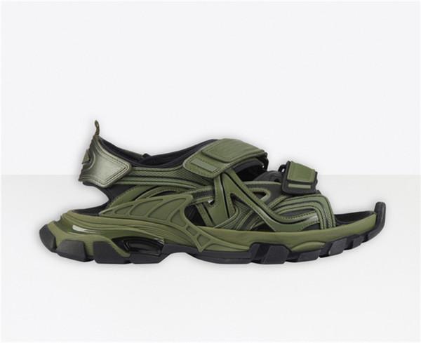 No.33 [track sandal]