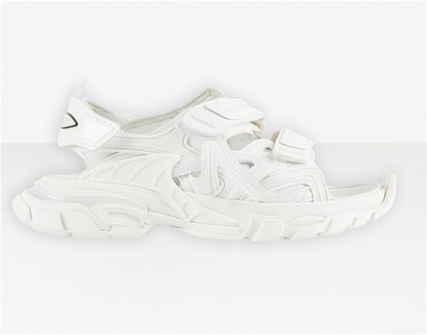 No.32 [track sandal]