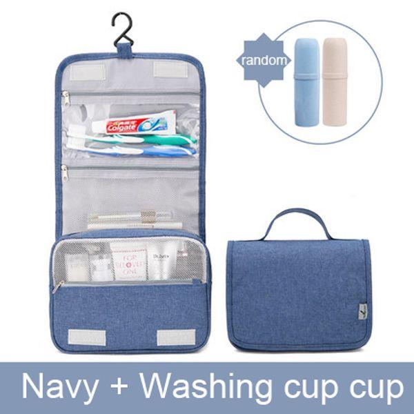 Marine avec une tasse