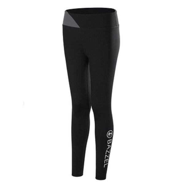 Pantaloni neri e grigi