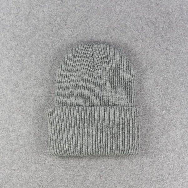 Светло-серые шапки