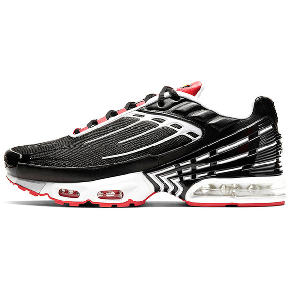 A15 Black White Track Red 39-45
