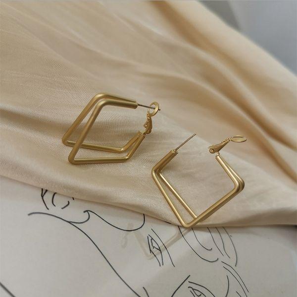 Einzigartige quadratische Ohrringe (dummes Gold # 88750)