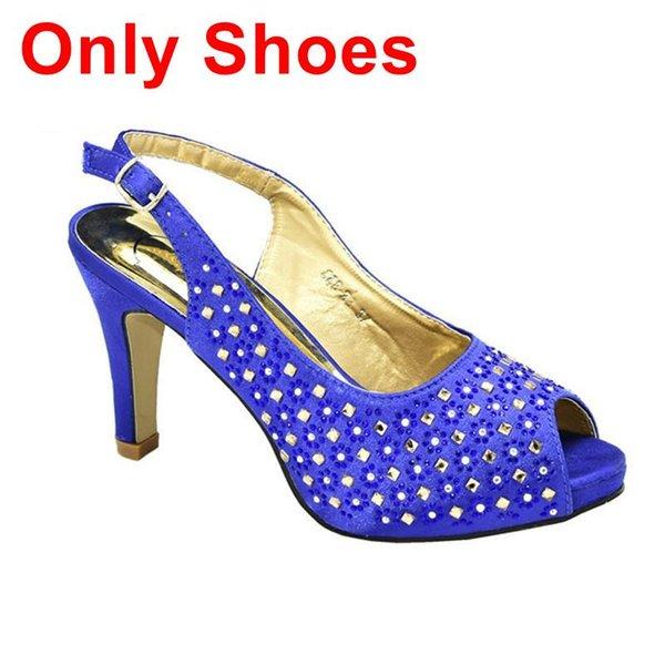 Blau nur Schuhe.