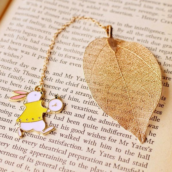 best selling 3 Pcs Personalized Bookmarks Leave Pendant Alice Clock Bookmark Stationery School Office Supply Classmate Gift1