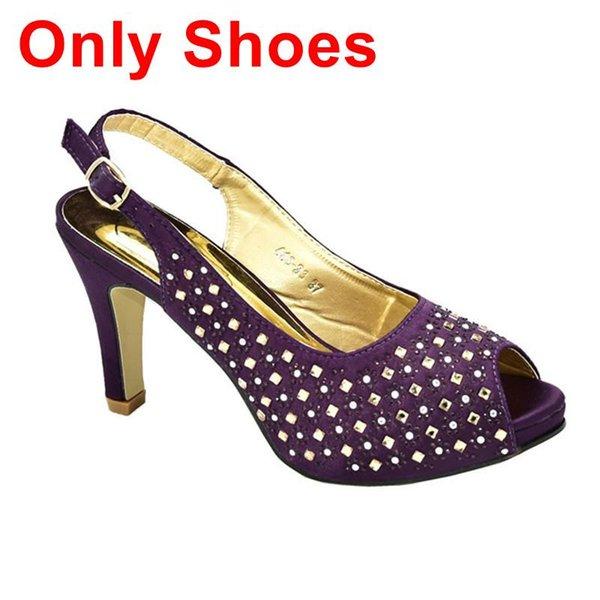 Lila nur Schuhe.