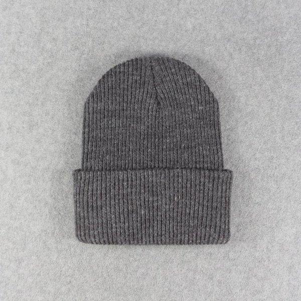 Темно-серые шапки