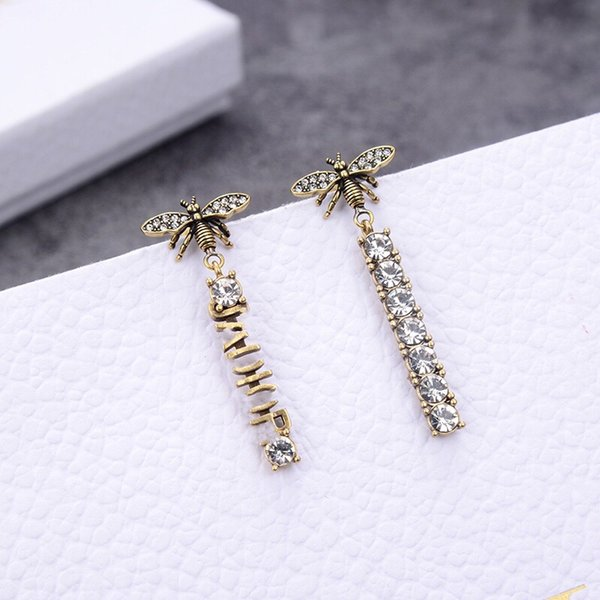 top popular luxury Designer Jewelry Fashion Earrings women bee earrings with diamond letter Brass material Letter stamps double chains charm for girl 2021